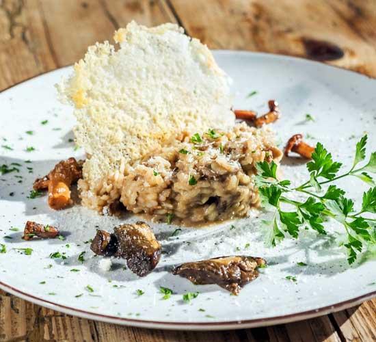 Risotto de setas silvestres con parmigiano crujiente